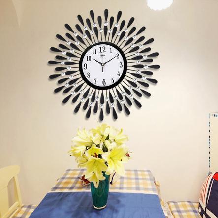 Đồng hồ treo tường hình chiếc lá và giọt sương pha lê vô cùng ấn tượng cho ngôi nhà hiện đại BS60001MK-60WH