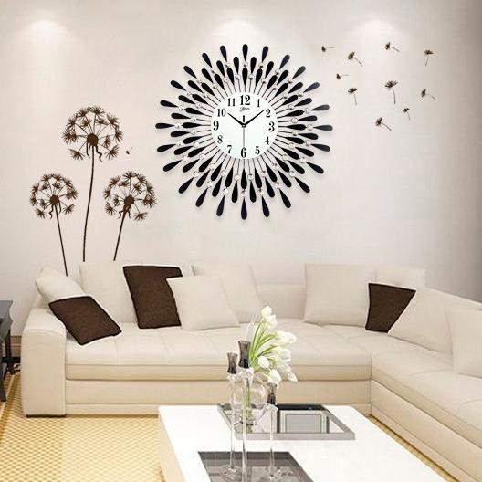 Đồng hồ treo tường hình chiếc lá và giọt sương sẽ là điểm nhấn đặc biệt cho không gian nhà bạn YH8178
