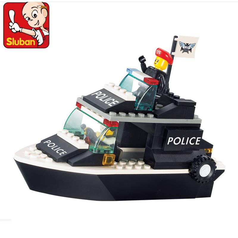 Bộ xếp hình LEGO tàu cảnh sát phát triển trí não và sự nhạy bén của bé