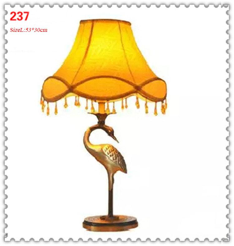 Đèn bàn phòng cách Châu Âu tân cổ điển đầy ấn tượng 237