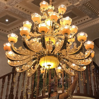 Đèn chùm pha lê phong cách Châu Âu phù hợp biệt thự và sảnh lớn sang trọng lộng lẫy đầy ấn tượng 8118B