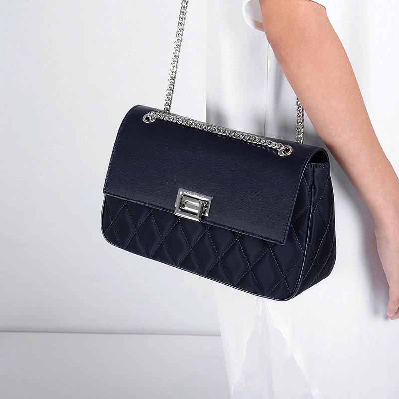 Túi xách nữ  tôn lên vẻ đẹp sang trọng, quý phái đầy sức quyến rũ CNK2-20741282