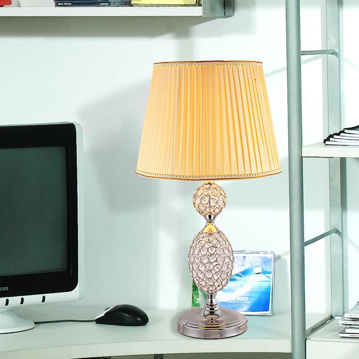 Đèn bàn trang trí kết hợp pha lê MT0100 mang đến vẻ đẹp sang trọng, cổ điển đầy ấn tượng cho không gian ngôi nhà bạn