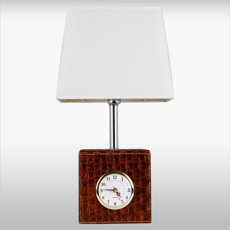 Đèn bàn tích hợp đồng hồ độc đáo và tiện lợi TL1459