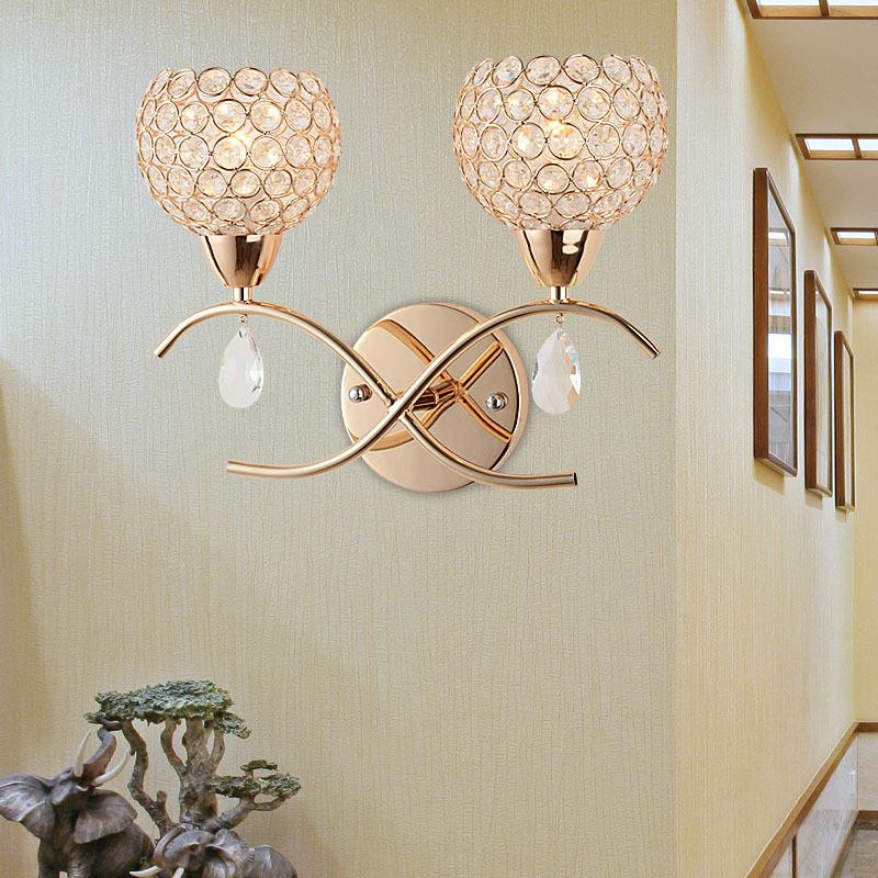 Đèn gắn tường pha lê đặt cạnh giường ngủ với ý nghĩa về hạnh phúc bền lâu FRHA-B82