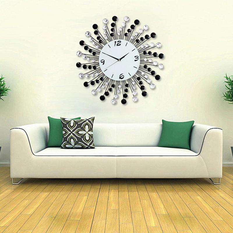 Đồng hồ treo tường hạt pha lê sang trọng, kiểu dáng hiện đại sẽ là điểm nhấn đặc biệt cho không gian nhà bạn