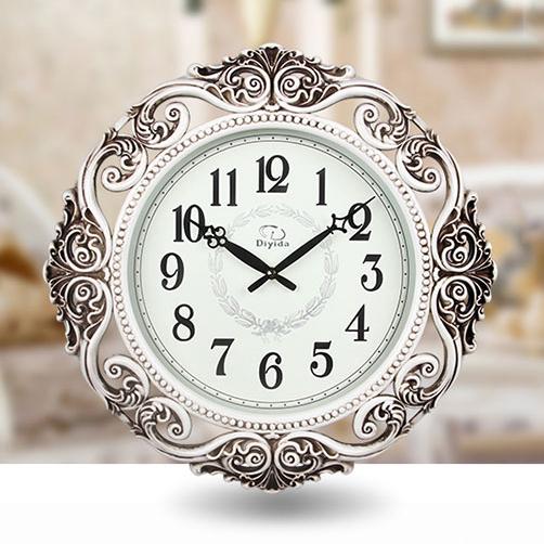 Đồng hồ treo tường phong cách Châu Âu với hoa văn cổ điển lãng mạn