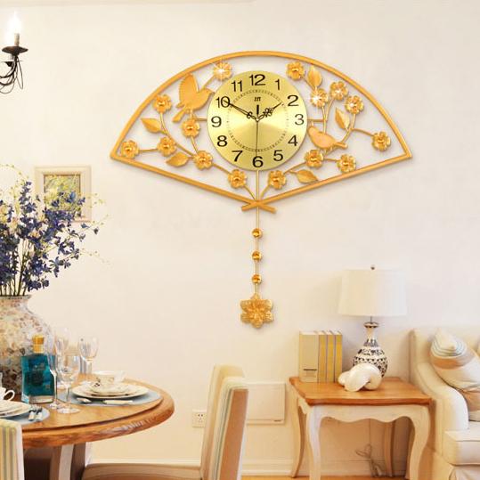 Đồng hồ treo tường hình chiếc quạt- phù hợp với không gian nội thất mang đậm nét phương Đông. JT1558