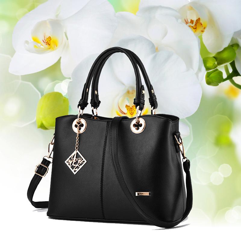 Túi xách phong cách thời trang tôn lên nét dịu dàng và quý phái của phụ nữ